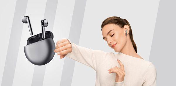 Τέρμα στα ακουστικά… μπατονέτες με τα Huawei FreeBuds 4!